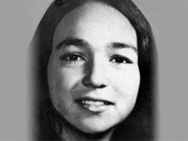 Monica Jackov� na nedatovan�m sn�mku. Zmizela ve 12 letech v roce 1978, kdy� se jela projet na kole. Jej� ostatky se na�ly o 17 let pozd�ji asi 20 kilometr� od m�sta, kde z�stalo le�et jej� kolo.