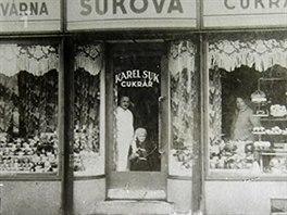 Historický snímek Sukovy cukrárny.