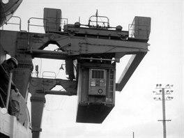 Vyu�it� kontejner� p�i z�sobov�n� americk�ch jednotek ve Vietnamu v�razn� zkr�tilo �as dod�n� a� na m�sto.