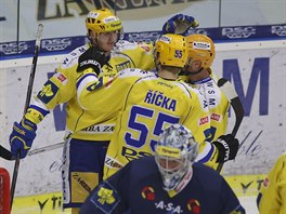 Hokejisté Zlína se radují z gólu, který vstřelili Liberci.