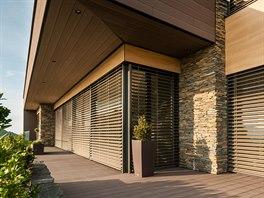 Výrazným prvkem, který se podílí na vzhledu domu, je moderní fasádní odvětrávaný obklad Twinson Premium z kompozitu od firmy Inoutic.