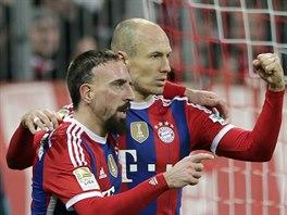 Arjen Robben (vpravo) a Franck Rib�ry z Bayernu Mnichov slav� g�l prvn� jmenovan�ho v duelu s Freiburgem.