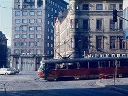 Některé tramvaje to při výjezdu z Pražské ulice dole nedobrzdily.