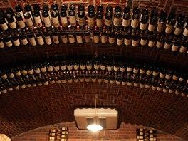 Sklep michelinské restaurace La Ciau del Tornavento v Piemontu. V několika místnostech je uloženo 60 tisíc lahví špičkových vín v celkové ceně přes 100 milionů korun.
