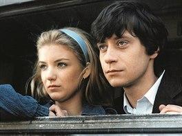Eva Vejmělková a Pavel Kříž ve filmu Jak básníkům chutná život (1987)