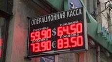 Rubl padá.