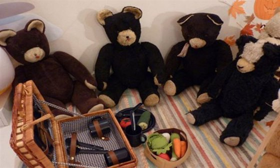 Muzeum Brn�nska v �lapanic�ch zaplnili ply�ov� medv�dci, nav�tivte je v nov�m roce