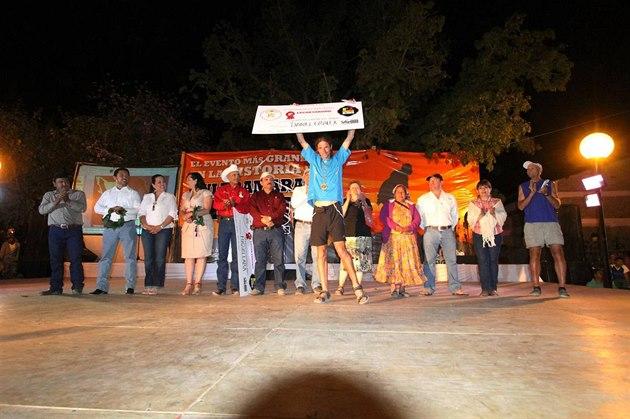 Při slavnostním vyhlašování v Urique, s šekem za 2. místo