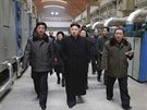 Severokorejský vůdce Kim Čong-un na inspekci textilky v Pchjongjangu (20. prosince 2014)