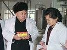Severokorejský vůdce Kim Čong-un na inspekci továrny na jídlo pro děti (16. prosince 2014)