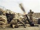 Dělostřelecké cvičení na americké základně Gamberi v afghánské provincii Laghmán (24. prosince 2014)