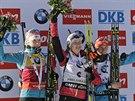 Tři nejlepší ve stíhačce v Pokljuce. Zleva Kaisa Mäkäräinenová, vítězka Darja Domračevová a a bronzová alj Semerenková.