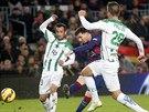 HLADOVÝ PO GÓLECH. Útočník Barcelony Lionel Messi (uprostřed) opět střílel góly. V zápase španělské ligy proti Cordóbě dal v závěru dvě branky.