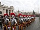 Požehnání se tradičně účastnili také členové Švýcarských gard (25. prosince)