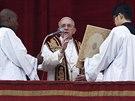 Na závěr vystoupení papež přistoupil k odříkání poselství Urbi et Orbi, které si přímo ve Vatikánu vyslechly desetitisíce věřících.   (25. prosince)