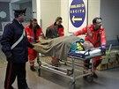Kapit�n kr�tce po vypuknut� po��ru vyslal nouzov� sign�l a na��dil evakuaci v�ech 466 lid� na palub� (28. prosince)