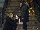Slečna si pro žádost o ruku své přítelkyně vybrala filmové místo, klekla si přímo před dům Carrie Bradshawové ze seriálu Sex ve městě (Perry St, číslo 64, ve West Village).