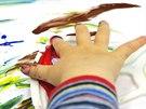 Prstové barvy mohou používat děti od dvou let, nevadí ani olíznutí prstíku.