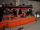 Pohled do hokejové šatny v Polárce.