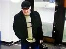 Tento muž se špatnou češtinou okradl brněnského směnárníka o 140 tisíc eur, což jsou zhruba čtyři miliony korun.