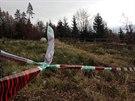 VRAŽDA U MNÍŠKU POD BRDY. Kriminalisté v pondělí dopoledne pátrali na místě nálezu.