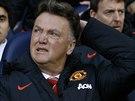 Trenér Louis van Gaal z Manchesteru United přemýšlí, jakou taktickou kulišárnu vymyslet na soupeře.