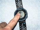 Dispej hodinek je dotykový a reaguje velmi hbitě na klepnutí. Ovládat se dá i v libovolných rukavicích.