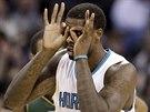 Marvin Williams z Charlotte slaví koš.