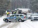 Při dopravní nehodě u Doks zahynuli dva policisté.