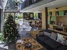 Dům byl dokončený loni na podzim a letošní Vánoce jsou již v pořadí druhé, které si majitelé ve svém novém domově budou užívat.