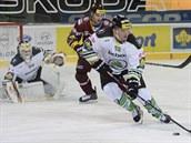 V duelu se Spartou vyvá�í puk boleslavský obránce Marek Tron�inský.