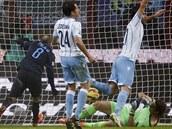 VYROVNÁVACÍ GÓL. Rodrigo Palacio (s �íslem 8), úto�ník Interu Milán, práv�...