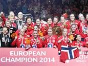 �AMPIONKY. Norské házenká�ky se zlatými medailemi z mistrovství Evropy.