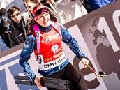 Gabriela Soukalová se raduje ze čtvrtého místa v závodě SP s hromadným startem, který se konal v Pokljuce.
