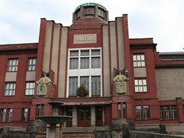 Jedna z nejslavnějších staveb ve městě – monumentální muzeum postavené podle návrhu architekta Jana Kotěry.