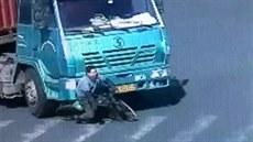 Cyklista p�e�il srá�ku s kamionem. (20. prosince 2014)