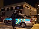 Policisté zasahovali v bytě muže, který se omylem postřelil nelegálně drženou zbraní.
