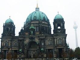 Berlínskou katedrálu (Berliner Dom) najdete jen pár minut chůze od Alexanderplatz. Kromě bohoslužeb se tu konají také koncerty. V jejím okolí se nachází řada muzeí.