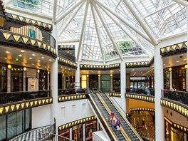 Obchodní dům Quartier 206 na Friedrichstrasse nabízí luxusní módu a také výborně zásobenou parfumérii se značkami, které nejsou dostupné na českém trhu.