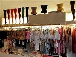 V obchodě Blush si určitě vyberete krásné spodní prádlo, sexy doplňky i pohodlné domácí oblečení. Prádlo tu mají svůdné, ceny přijatelné. Podprsenky tu stojí kolem 70 eur, ve slevě i 20.
